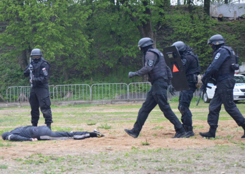 Гром в Смоленске. Полицейские устроили шоу в центре города