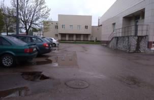 Смоленских автомобилистов предупреждают об опасности на парковке