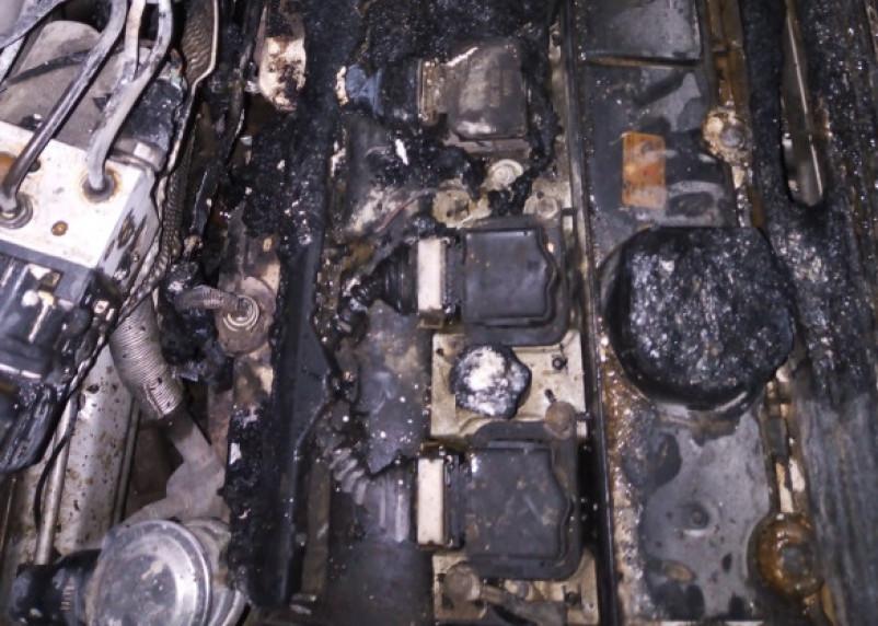 Водитель не растерялся. В Смоленской области горел автомобиль