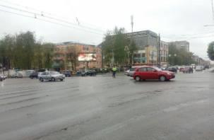 Из-за неработающего светофора на улице Кирова образовалась пробка