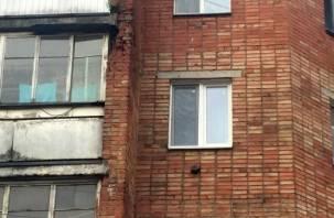 В Смоленске на головы прохожих падают фрагменты пятиэтажки