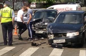 В Смоленске произошла серьёзная авария на перекрёстке