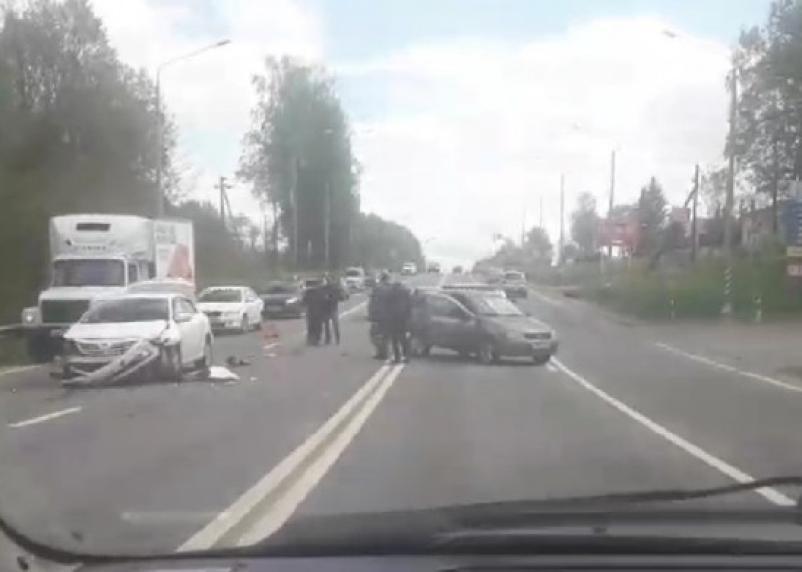 Появилось видео серьёзного ДТП на Рославльском шоссе в Смоленске