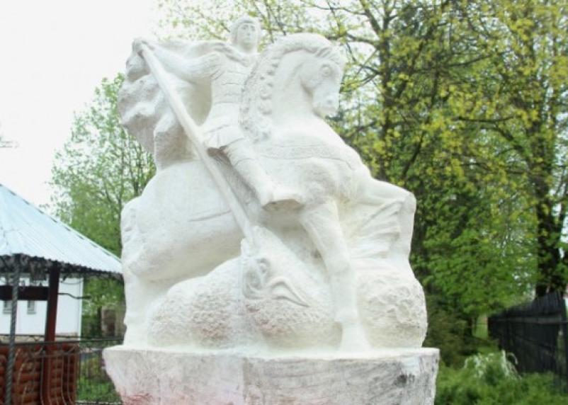 На Смоленщине появился памятник Георгию Победоносцу