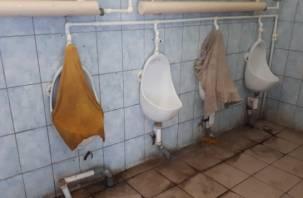 Заходить туда смерти подобно. В туалете в Лопатинском саду писсуары прикрыли тряпками