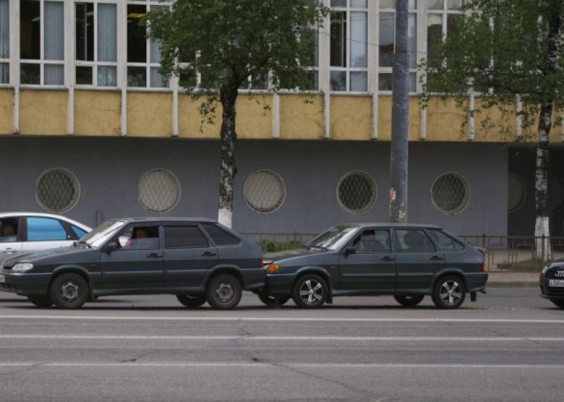 В Смоленске тройное ДТП на Крупской спровоцировало пробку