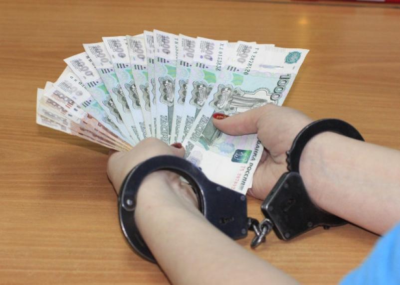 «Казенный» смоленский бухгалтер похитила более 10 млн рублей