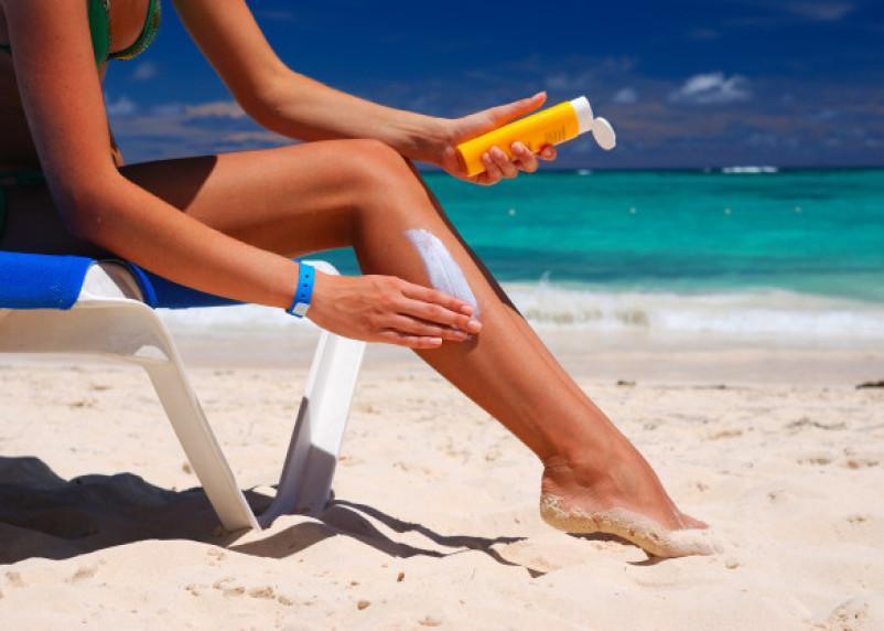 Медики заявили о том, что солнцезащитные средства могут быть опасны для здоровья