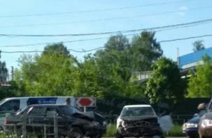 Серьезное ДТП. В Смоленске на перекрестке две легковушки не поделили дорогу