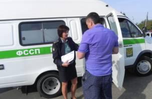 Директор смоленского предприятия выплатил зарплату работникам только после ареста имущества