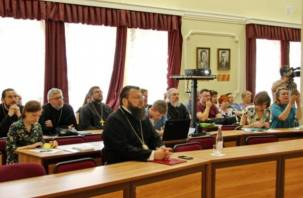 В Смоленске прошла православно-медицинская конференция «Молитва врача»