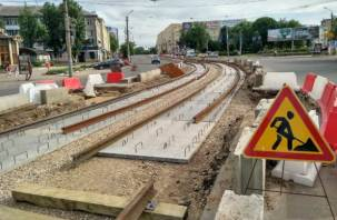 В Смоленске на ремонте трамвайных путей почему-то нет рабочих