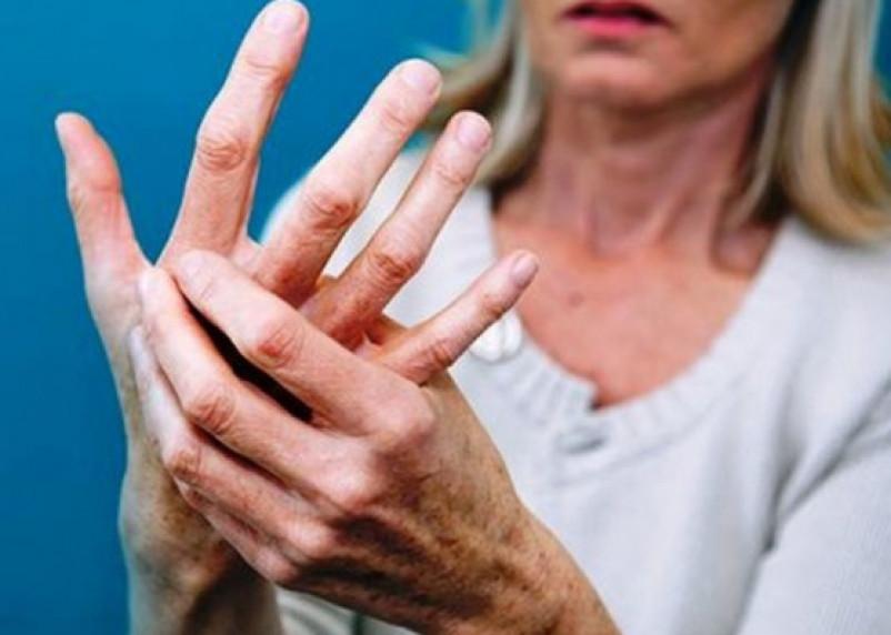 Первые симптомы рассеянного склероза у молодых людей назвал врач