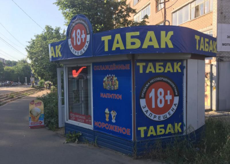 В Ярцеве на рынке сбывали нелегальные сигареты. Ущерб – более 130 тысяч рублей