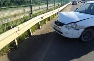В Десногорске Приора протаранила ограждение. Водитель госпитализирован