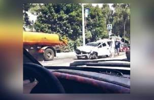 Последствия серьезной аварии на улице Дзержинского попали на видео