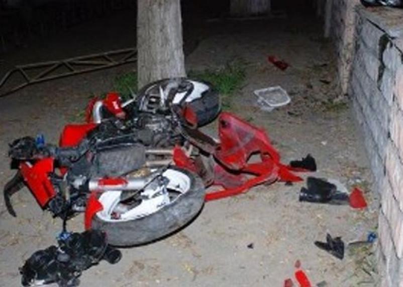 В Духовщинском районе ВАЗ протаранил мотоцикл. Юноша оказался в больнице