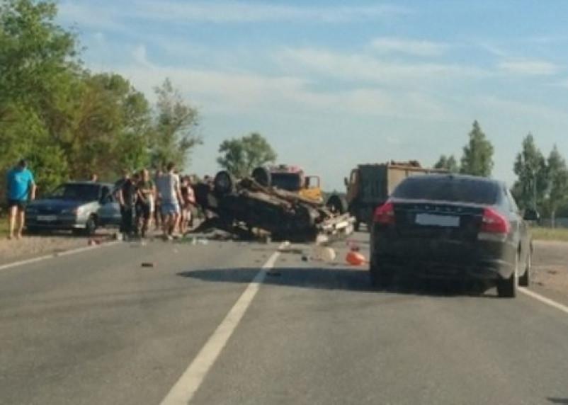 Машина на крыше. Появились подробности серьезной аварии на автодороге Гнездово – Ольша