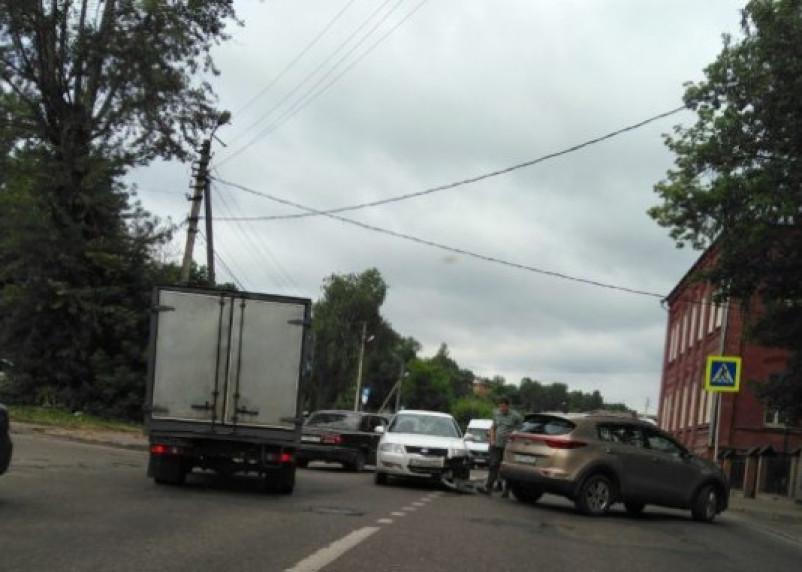 Авария на Студенческой собирает пробку в Заднепровье и центр