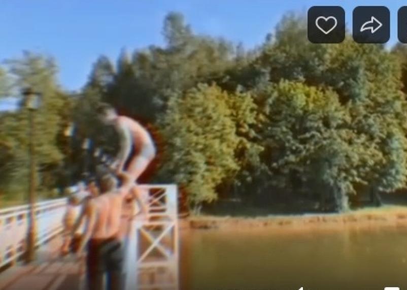 Игры со смертью. Подростки делают сальто с моста в смоленском парке