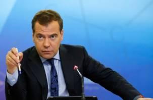 Предсказание от Медведева. Рабочую неделю сократят до четырех дней