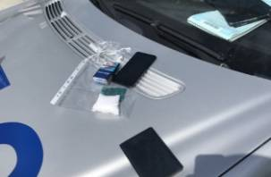 В Смоленской области на трассе М-1 поймали пассажира авто с кокаином и мефедроном