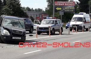 В Смоленске на РТС произошло сильное ДТП. На месте работает скорая
