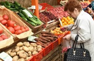 Россияне по-прежнему будут тратить основную часть денег на еду