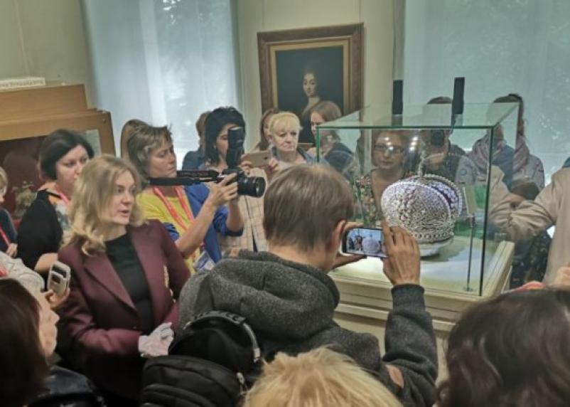 На «Славянском базаре» показали реплику Большой Императорской короны из Смоленска