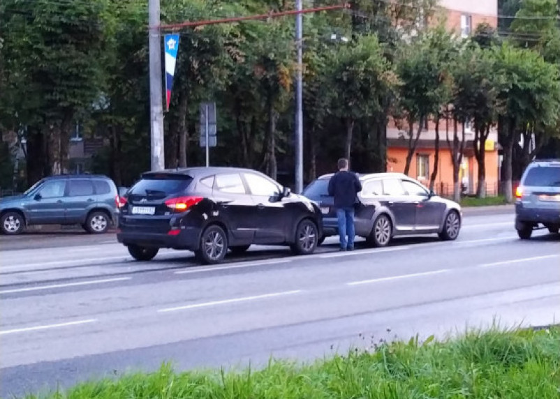 В Смоленске улицу Кирова не поделили две иномарки