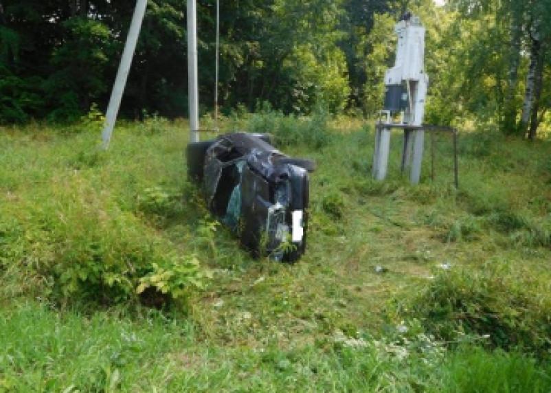 В Смоленском районе Мерседес вылетел в кювет. Два человека госпитализированы