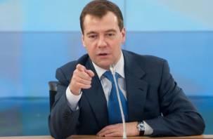 Медведев закрыл программу роста пенсий. Но вы держитесь