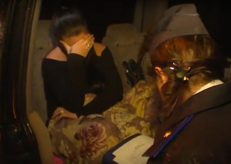 Видео задержания сутенёров с проститутками в Смоленске опубликовало МВД