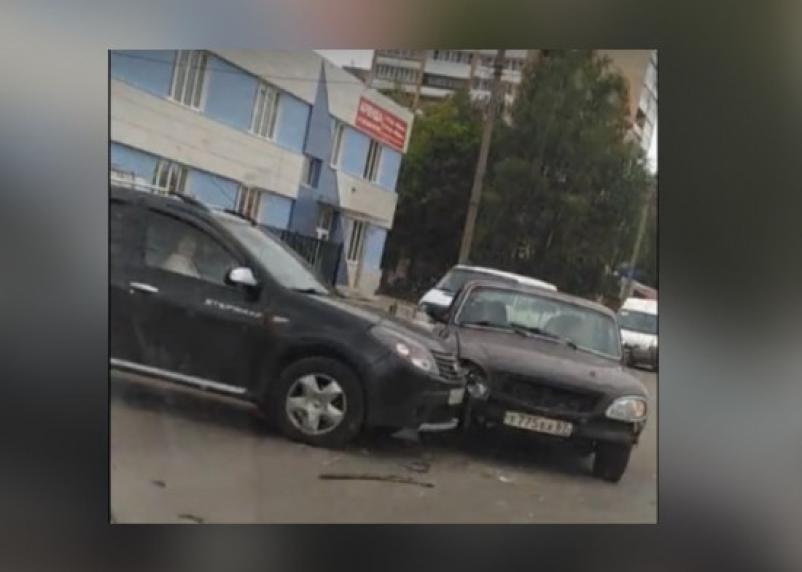 В Смоленске из-за аварии в Промышленном районе собирается пробка