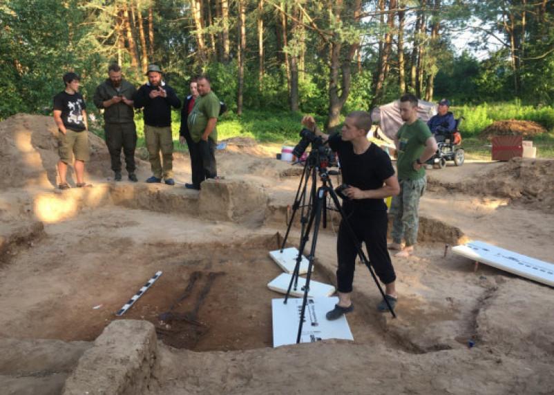 Сосуд с костями и камерное погребение: на Гнездовских курганах нашли древние артефакты