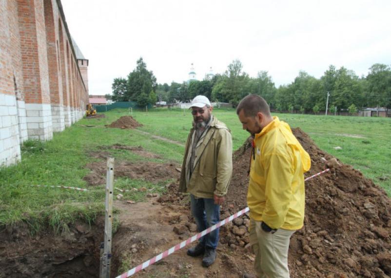 Зачем в Смоленске делают «подкопы» в основании крепостной стены