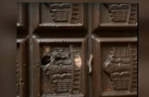 «Продавщица в шоке». Смолянин купил шоколад с «сюрпризом» от производителя