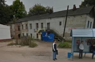В подъезде на Соболева обвалилась несущая стена. Как выжить смолянам в аварийном доме?