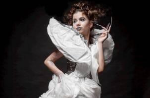 Юная смолянка победила в конкурсе платьев из мусора