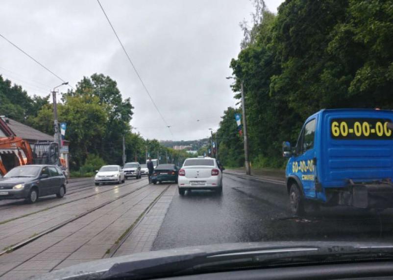 ДТП в центре Смоленска. Дорогу не поделили такси и иномарка