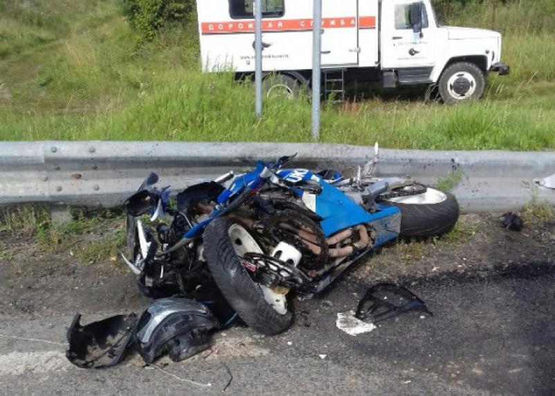 В Ярцеве иномарка подбила мотоцикл. Водитель байка госпитализирован
