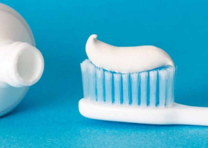 Врачи доказали: зубная паста и ополаскиватели для рта защищают от коронавируса