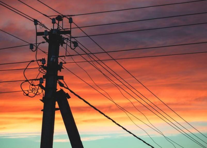 Упал электрический провод. В Смоленской области двух девочек убило током