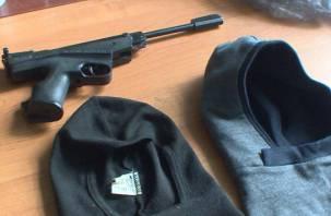Двое смолян в масках и с пистолетом устроили стрельбу по старикам-инвалидам