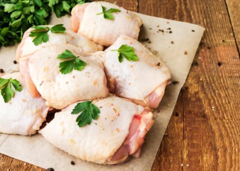 Чем мытье сырой курицы может грозить здоровью