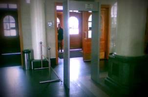 Пассажиров на вокзале в Смоленске будут ощупывать и досматривать