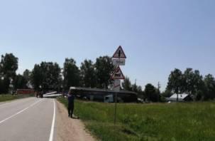 Локомотив врезался в грузовик на переезде. Два человека погибли, четыре пострадали
