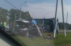 В Сети появилось видео с места смертельной аварии с автобусом на Киевском шоссе в Смоленске