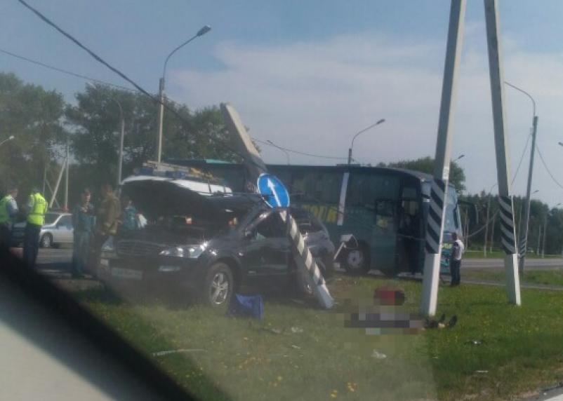 «Без трупов не обошлось». Страшная авария с автобусом произошла на окружной в Смоленске