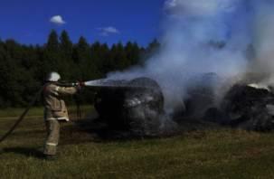 В Ельнском районе сгорел экскаватор
